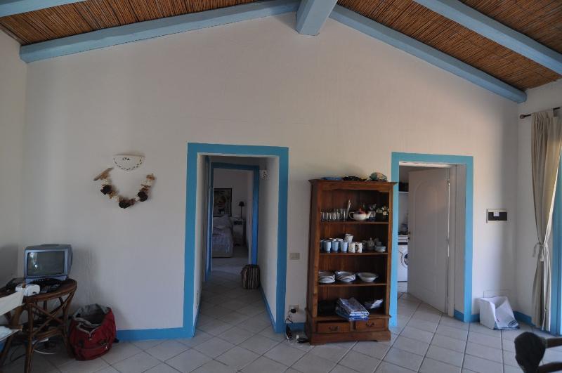 interno con ingresso cucina e  2 camere da letto e 1 bagno con doccia