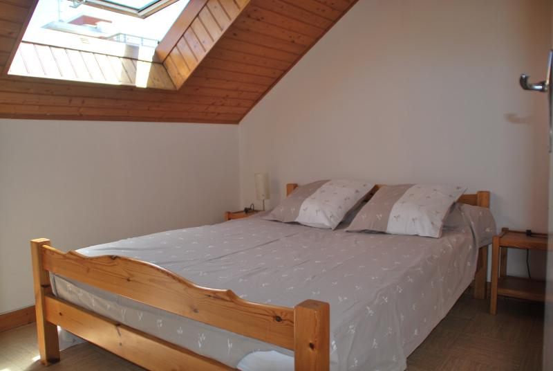 La chambre (avec un lit double)