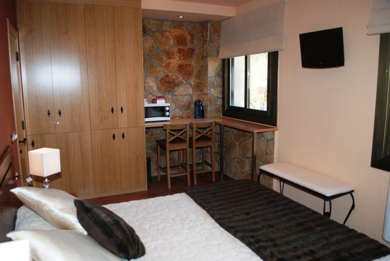 Suite with bathroom bed 160 x 200