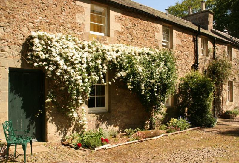 Grooms Cottage - Scotland, location de vacances à Leitholm