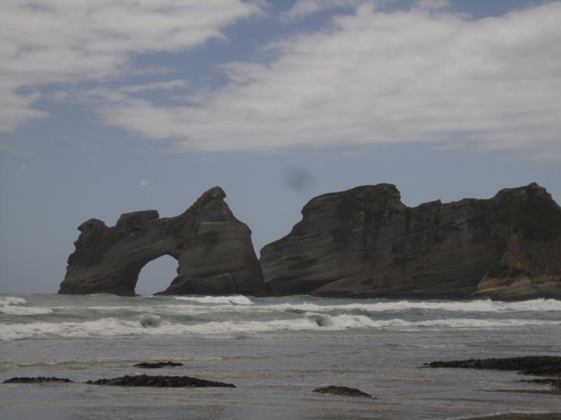 Wharariki beach, una playa de costa oeste maravillosamente salvaje con increíbles dunas de arena