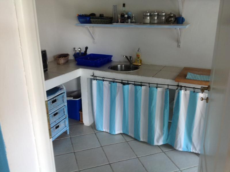 cucina con forno microonde, elettrico, lavatrice frigo con freezer