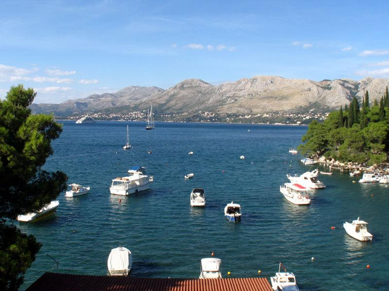 Apartment 10 m from the beach, alquiler de vacaciones en Cavtat
