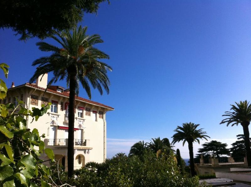View Villa Chantemerle monument
