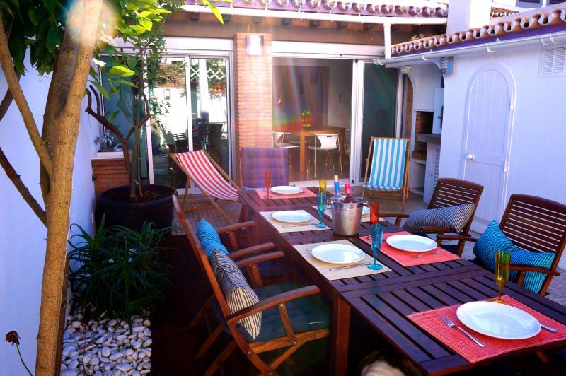 Sunny private terrace w/ BBQ and sun umbrella