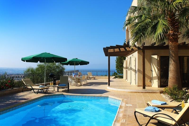 Villa Naxos, Peyia- Lovely 3 Bedroom Villa with Amazing Open Views, vacation rental in Peyia