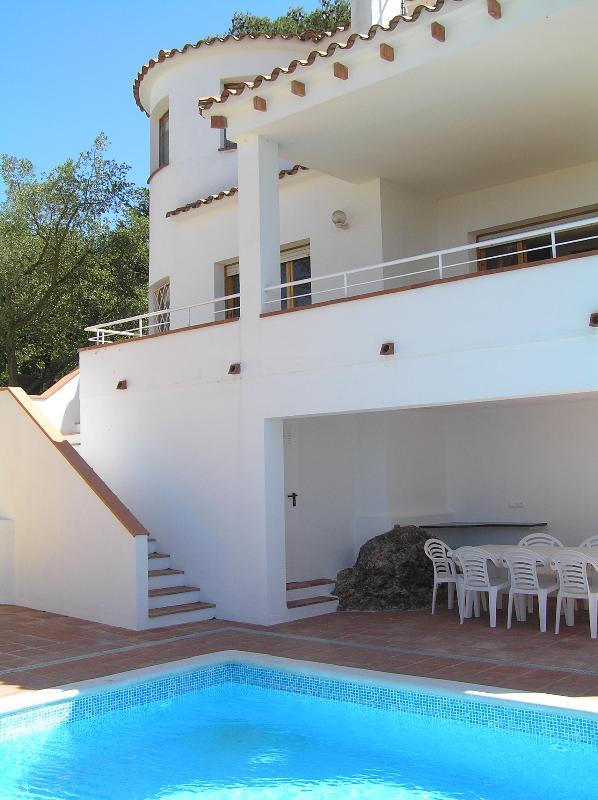 Rear of villa and pool