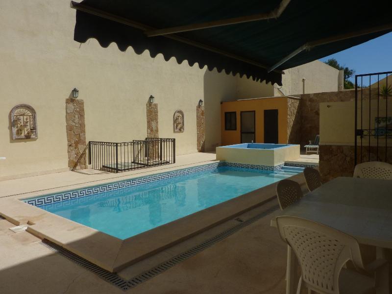 outside pool ,kitchenette & wc