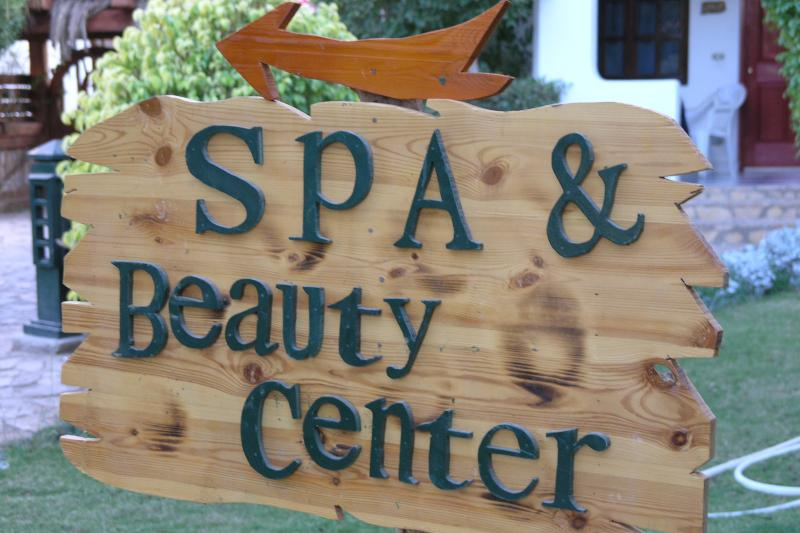 On site Spa, Beauty Centre, Gym and Kids Club are available to our guests.