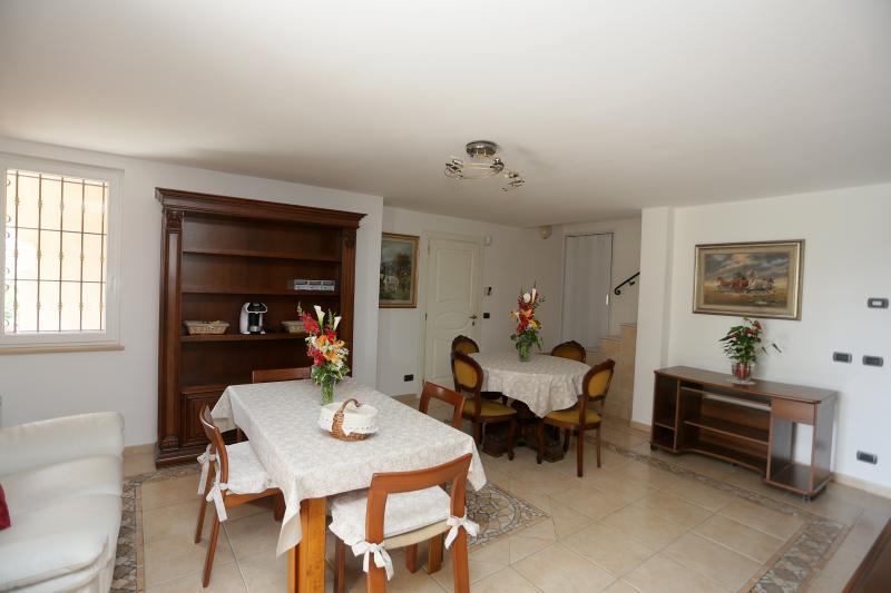 Sala dove vengono servite le colazioni per gli ospiti della CAMERA IBIS e della CAMERA PAVONE