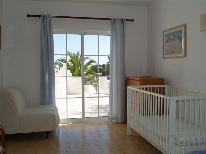 4 dormitorio con cuna