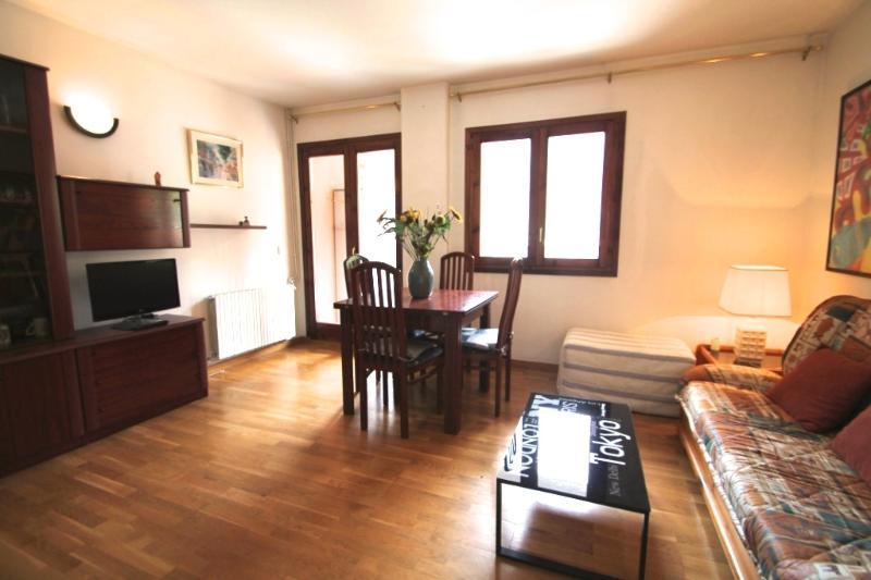 Precioso apartamento en Encamp, C/ Mirador 19, holiday rental in Andorra la Vella Parish