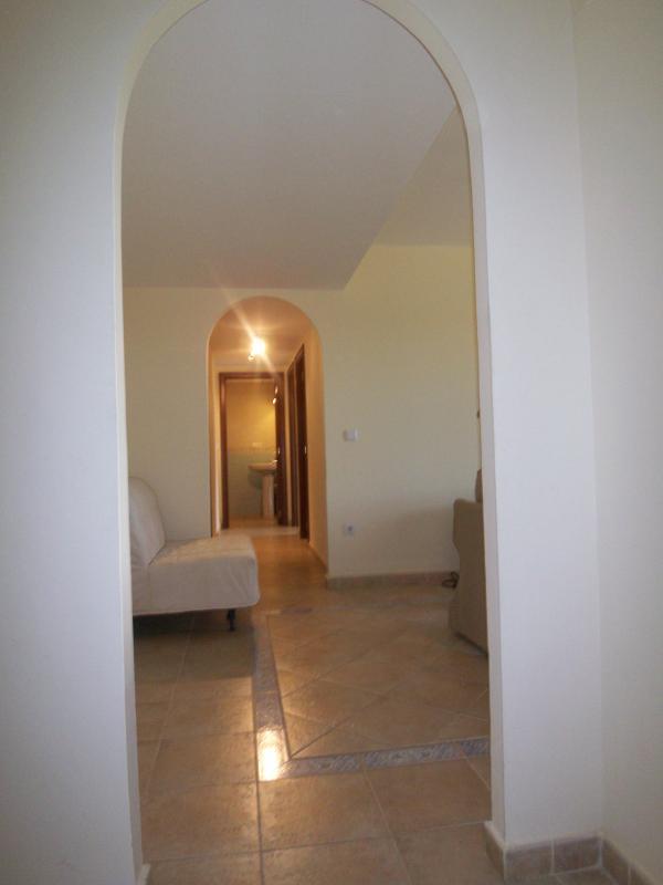 Pasillo interior del apartamento.