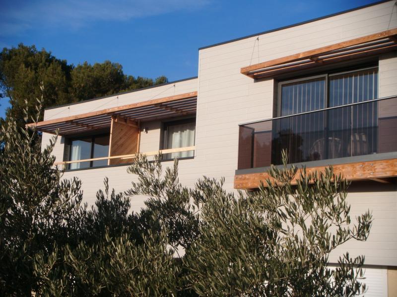STUDIO DESIGN avec SERVICES, holiday rental in Pelissanne