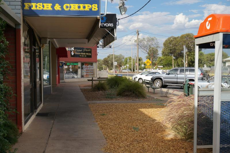 Five minutes from Wood Fired Pizza; Fish'n Chips; General Store
