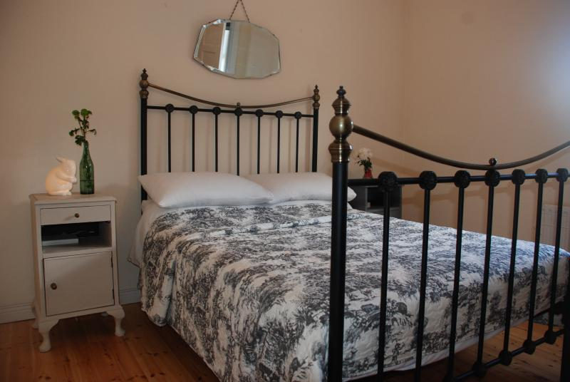 Bed has recently been updated to King Size, photo updated shortly.