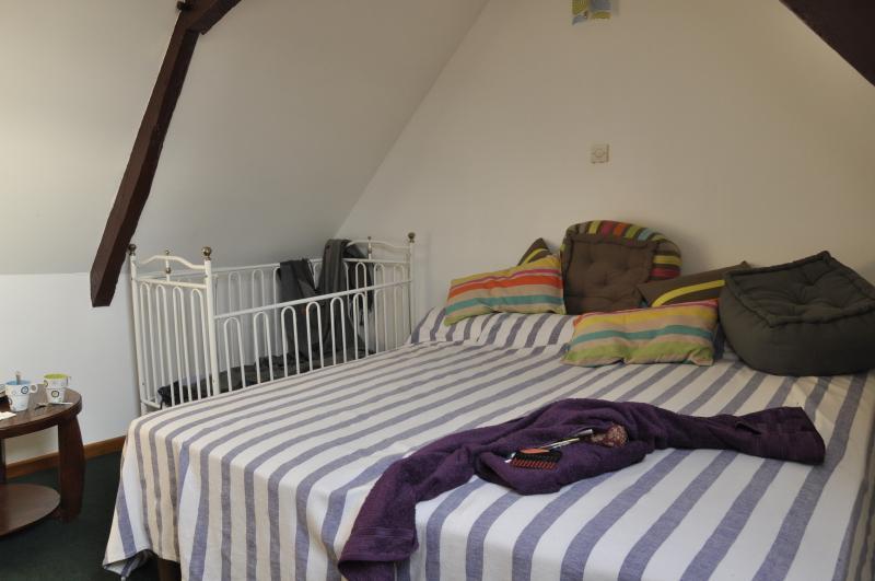 Etage ti glaz 2 lits et le lit de bébé