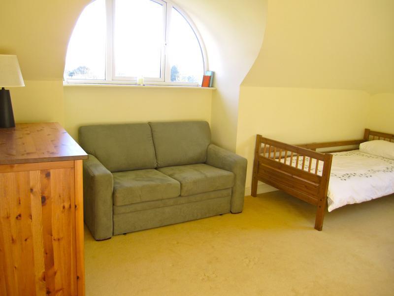 Double bedroom 1 - view 2