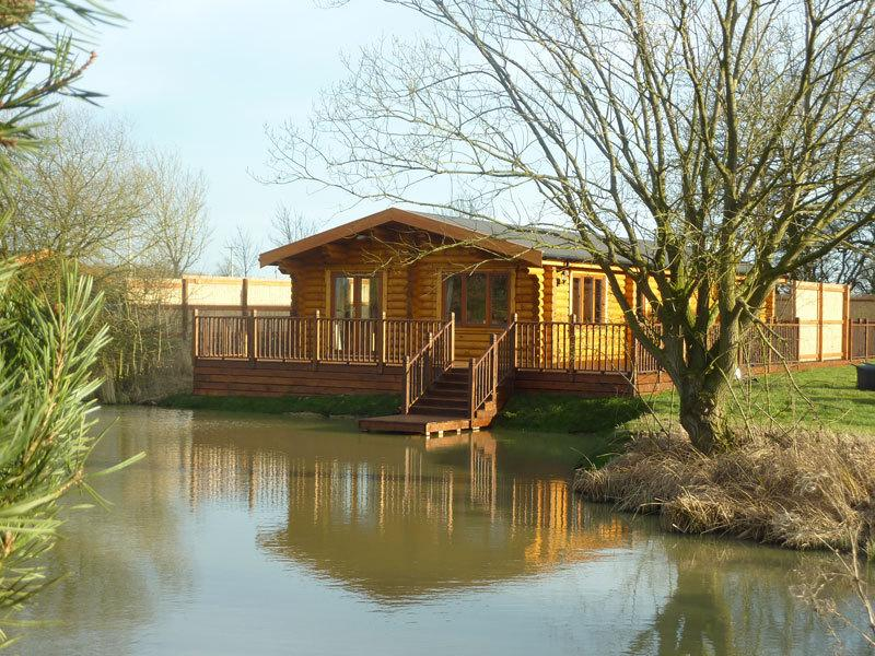 Holiday log cabin with Hot Tub and Sauna 5* Clover, holiday rental in Rutland
