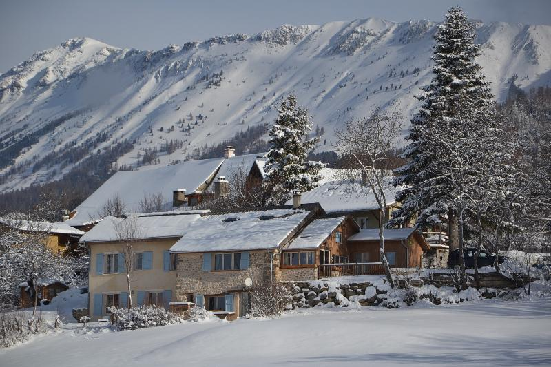 Large mountain retreat in the French southern Alps, holiday rental in St Vincent les Forts