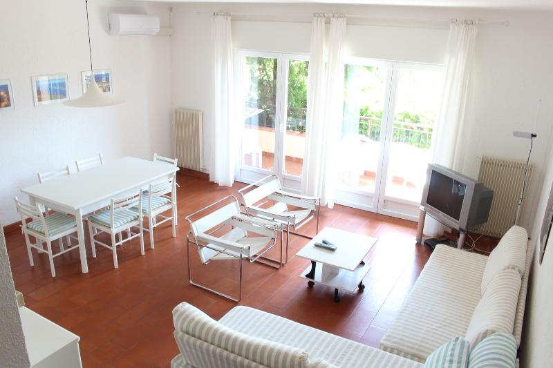 Fully air conditioned flat, WIFI and swimming pool, alquiler de vacaciones en Malcesine