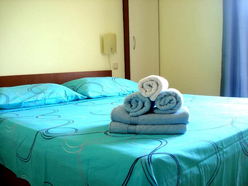 Sun&Sea apartment, centrally located, Stari Grad, walking distance to everything, aluguéis de temporada em Stari Grad