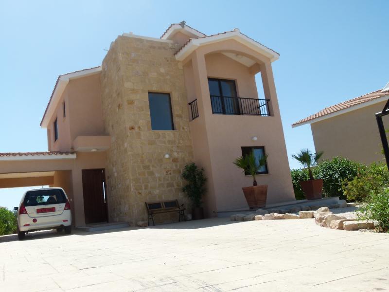 Detached luxury 3 bed Golf Villa, Secret Valley, Paphos Cyprus - Sleeps 8