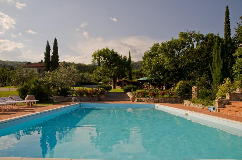 Bed and Breakfast Serena, un piccolo angolo di paradiso in Toscana, vacation rental in Province of Prato