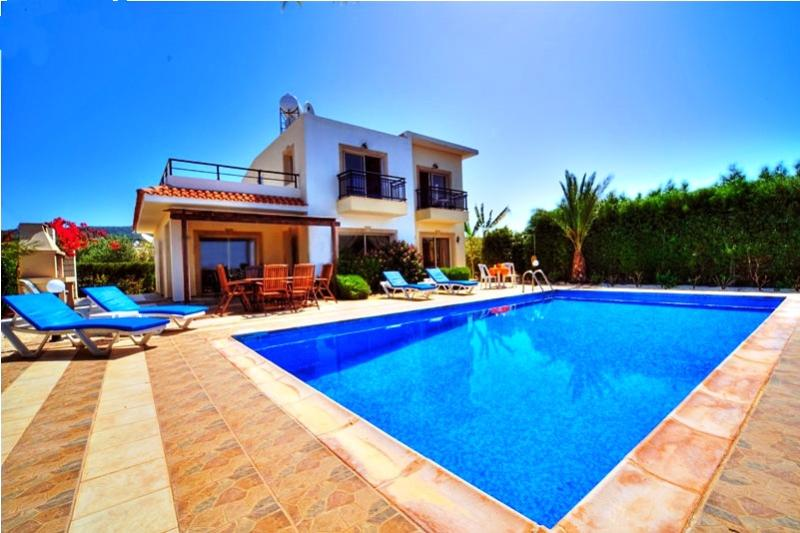 Spacious, 3- bedroom 3-bathroom detached villa Nayia