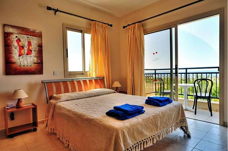 Master Bedroom (First Floor) Double-bed bedroom, fully fitted, with acess to balcony and sea views