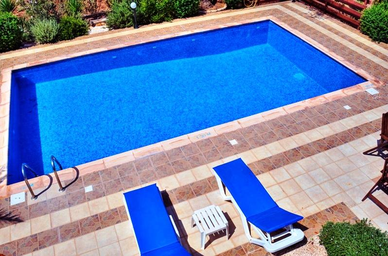 Gorgeous Pool 10x5 with Sun beds and parasols