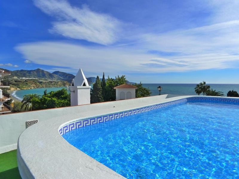 Roof top pool & sea view