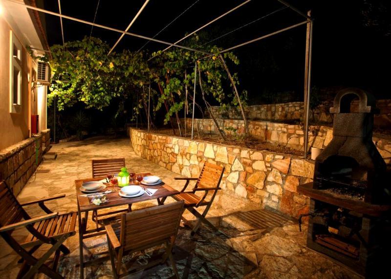 Barbeque night at the backyard (Arethusa)