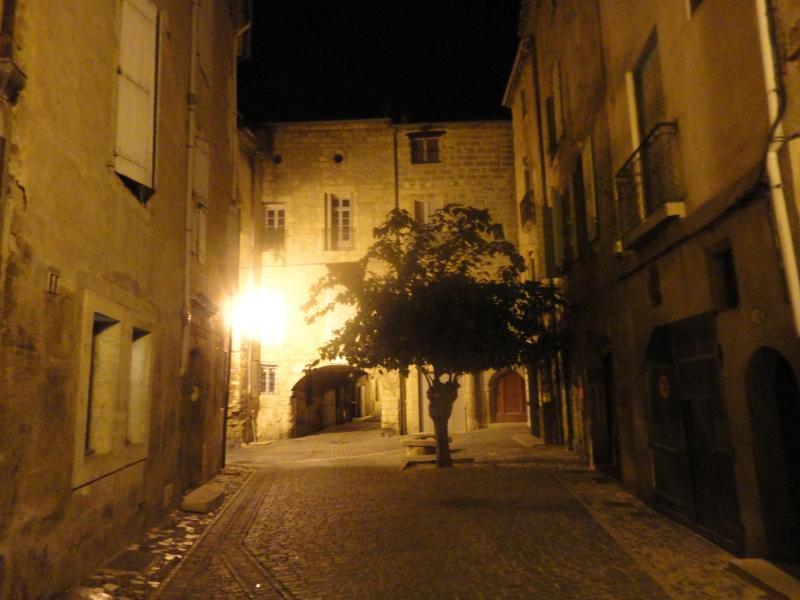 Rue Emile Zola at night