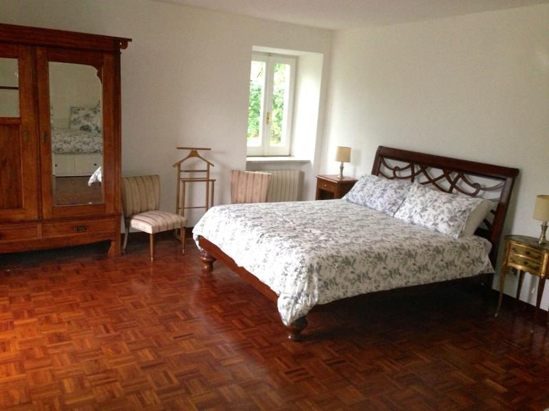 Large Double/Family Room Sleeps Up to 4 with Large En-suite Shower Room.