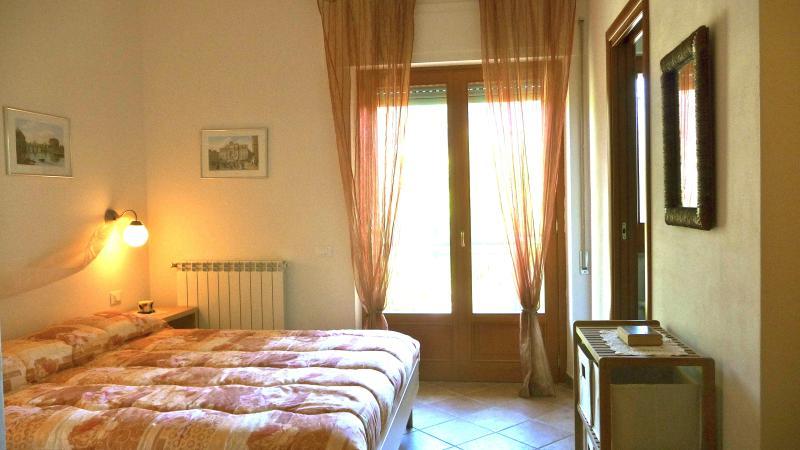 camera matrimoniale 'Roma' - accesso al balcone
