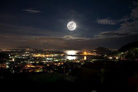 Nápoles por noite