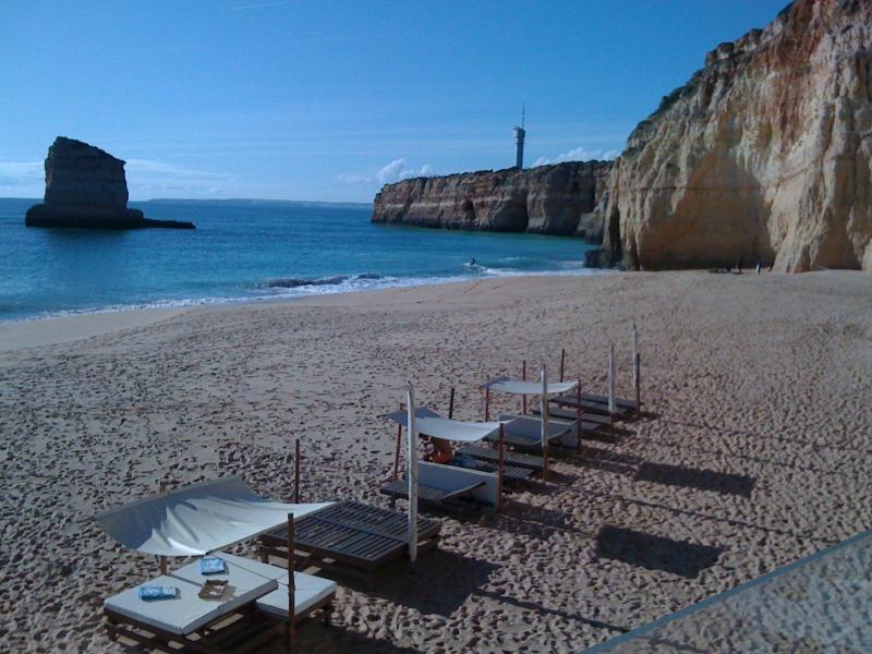Caneiros est la plage la plus proche (5 mn en voiture)