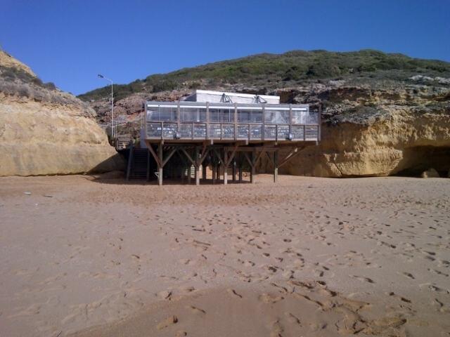 Le restaurant de poissons à la plage de Caneiros