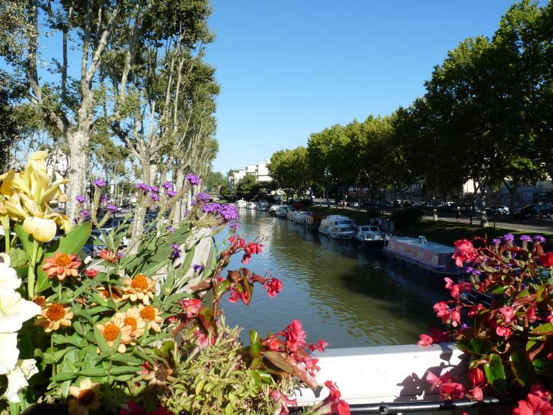 Canal de la Roubine au centre de Narbonne