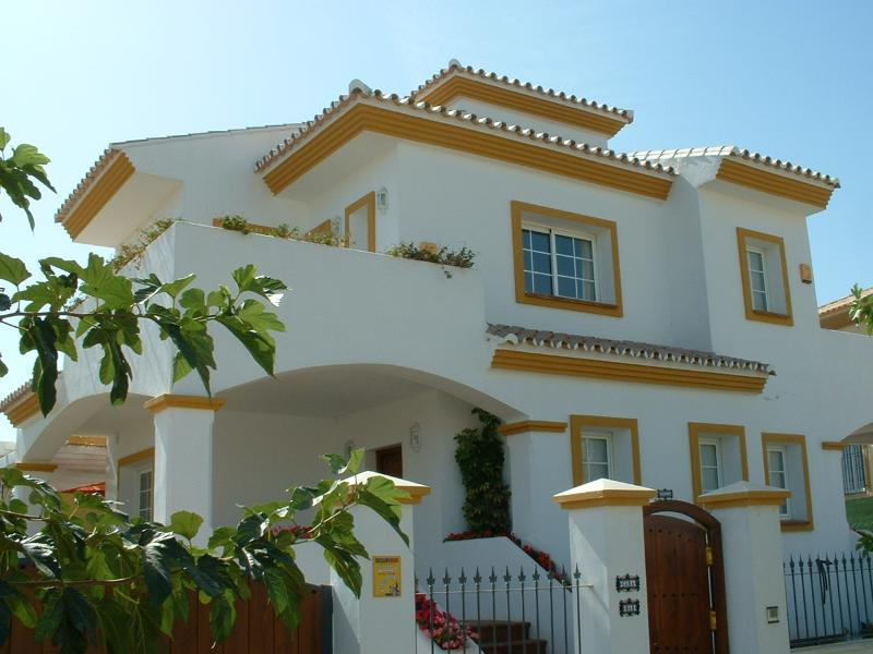 Beautiful Villa less than 5 minutes walk for the Beach . 15 Minutes drive from Malaga Airport.