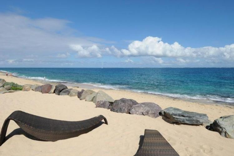 *PLEASE ASK ABOUT OUR SPECIAL OFFERS* La Perla Classic - Beach Front - 1 Bedroom, holiday rental in Sint Maarten