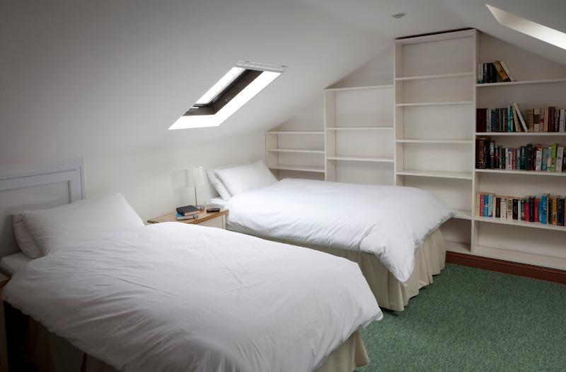 Twin bedroom (on second floor)