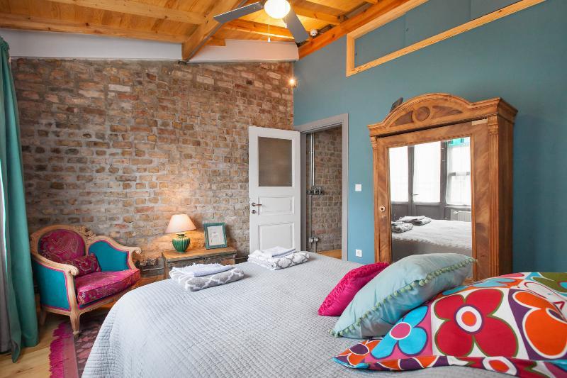 Top floor double bed  Antique wardrobe. ceiling fan. air con.