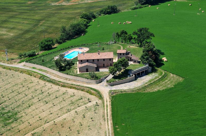 Agriturismo Gello - Villa with panoramic pool in Tuscany - Chianciano Terme, holiday rental in Chianciano Terme