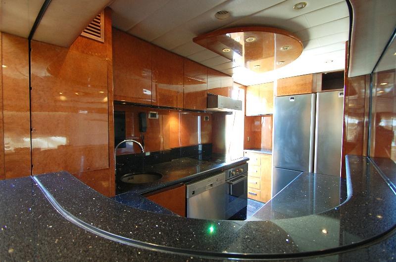 Galley equipped with 2 large fridges, dishwasher