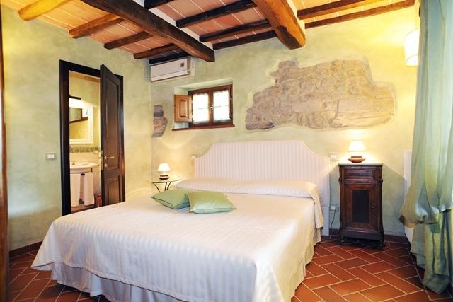 A badroom with en suite bathroom - 'Menta'