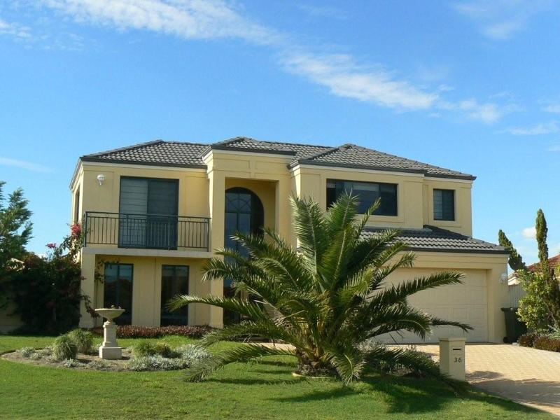 'Le Boulevard' coastal holiday home with a pool