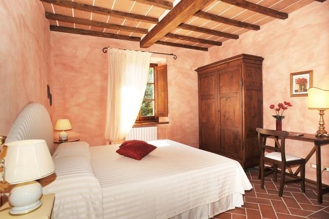 A badroom with en suite bathroom - 'Papavero'