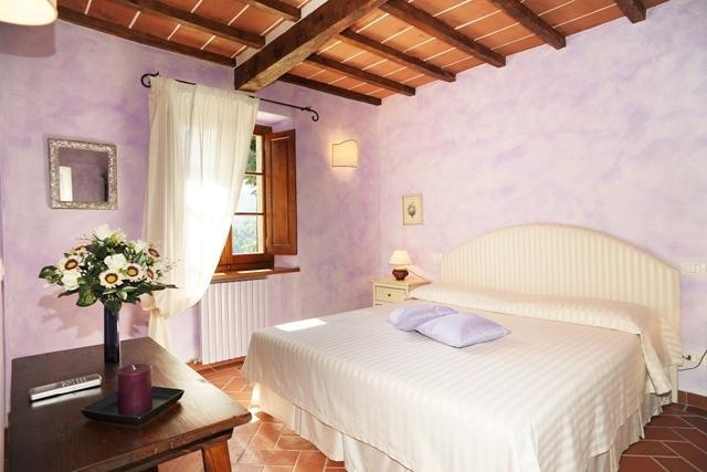 A bad room with en suite bathroom 'viola'